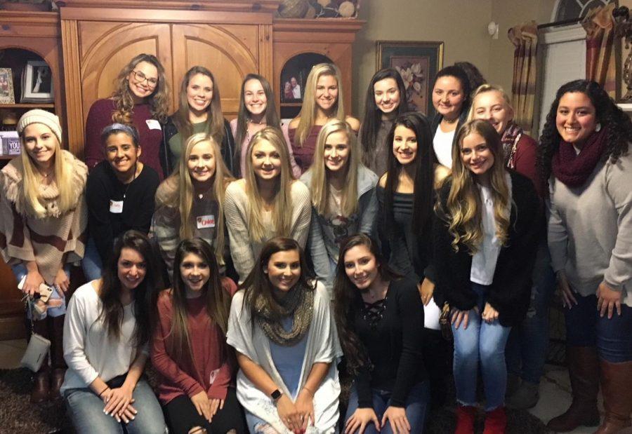 The Diamond Girls attend their first friendsgiving to start the season.