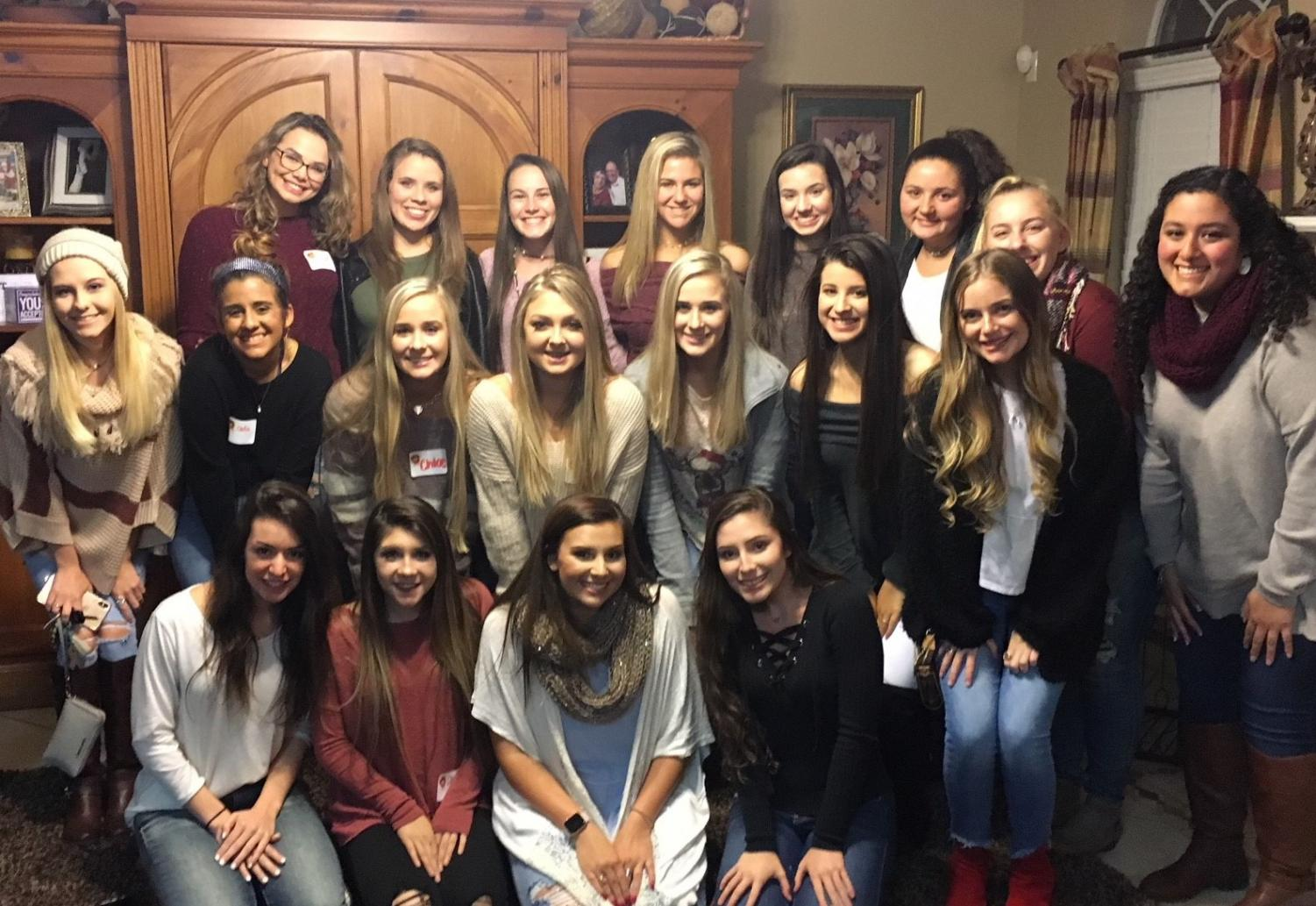 The Diamond Girls attend their first friendsgiving to start the season.