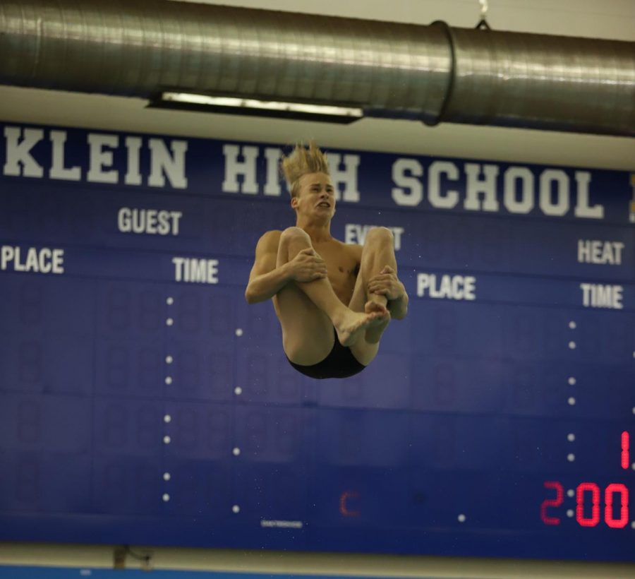 Sophomore+Brady+Gottula%2C+broke+the+meet+record+and+won+the+diving+division+out+of+all+of+Klein.+Despite+his+win%2C+the+men%27s+team+placed+second+but+is+gearing+up+for+district+meet.