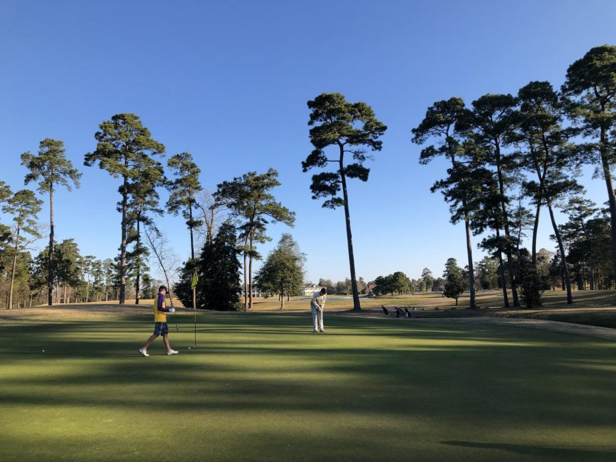 Senior+Tristian+Kelsey%2C+and+freshman+Nikesh+Nair+walk+on+the+17th+green+at+Augusta+Pines+Golf+Course+to+judge+where+their+puts+will+go.