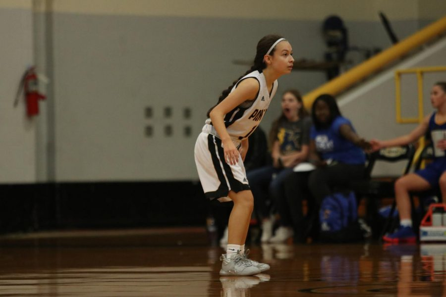 Freshman+team+point+guard+Alejandra+Ramon+remains+in+a+defensive+stance+as+she+prepares+to+take+on+the+opponent+pressing+the+basket.+