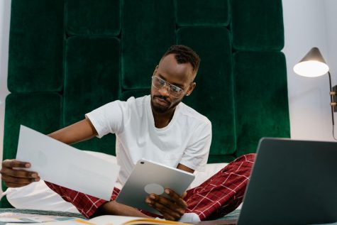 With students at home spending hours online for class, comfort has become a necessity. On campus students have also started following the comfortable clothing trends.